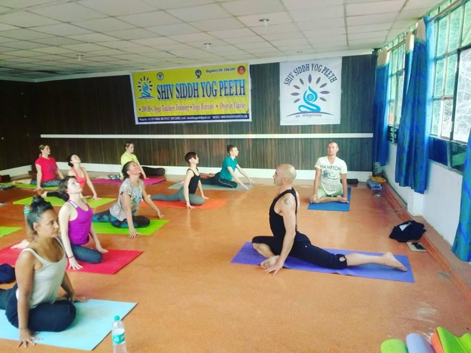 aasna yoga